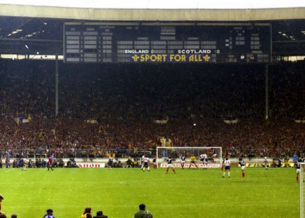 Scoreboard_end_in_the_old_Wembley_Stadium