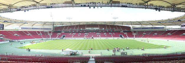 800px-Gottlieb-Daimler-Stadion-2007