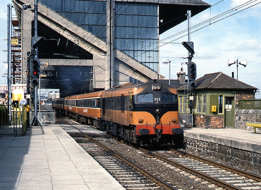 Train_passing_Lansdowne_Road_station,_Dublin_(geograph_3582376)