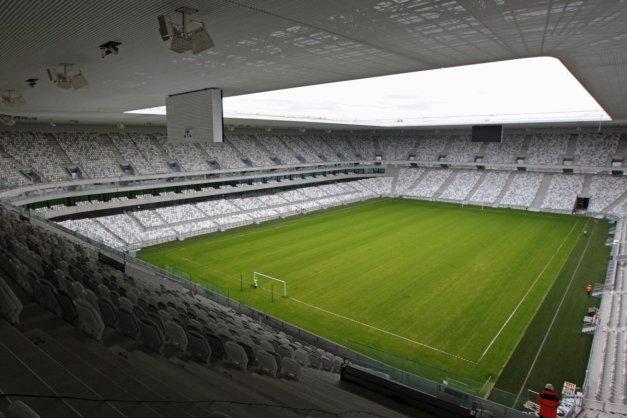 le-stade-a-une-capacite-d-environ-42-000-places_2455027_1200x800