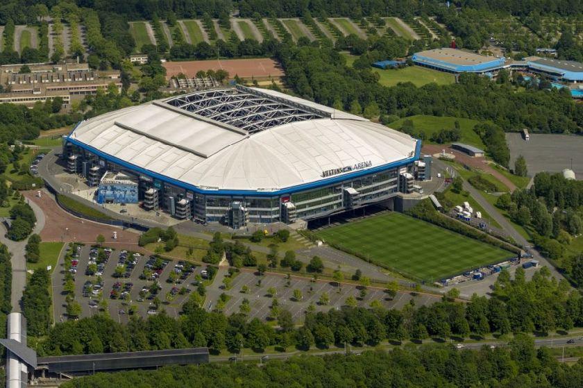 Stadion - Multifunktionshalle Veltins- Arena Gelsenkirchen im Bundesland Nordrhein-Westfalen