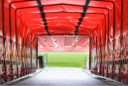 old-trafford-tour-players-tunnel